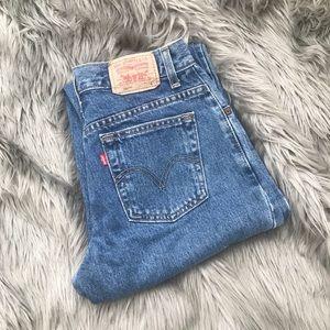 Vintage Levi's 550 medium wash denim women's jeans